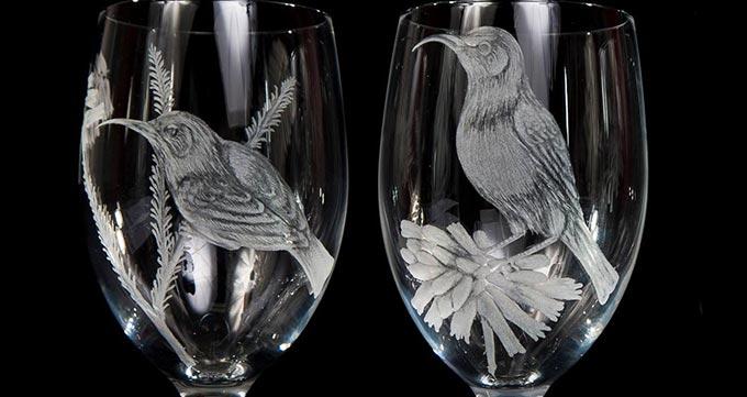 کاربردهای استفاده از هنر حکاکی روی شیشه با لیزر